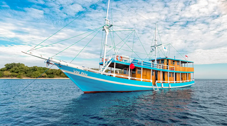 Wae Rebo Phinisi Charter Boat
